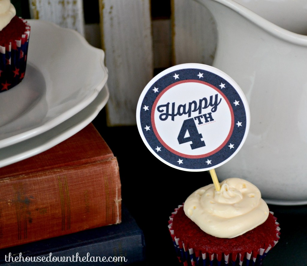 Easy, DIY 4th of July Cupcake Toppers via thehousedownthelane.com!