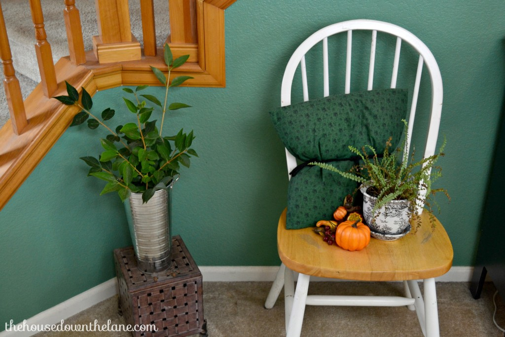 I love decorating with natural elements! Plus, they're often readily available and inexpensive. If you're looking to add a seasonal feel to your home, I have a little inspiration for you! Welcome to my home and my Fall Home Tour with Natural Accents! | The House Down the Lane
