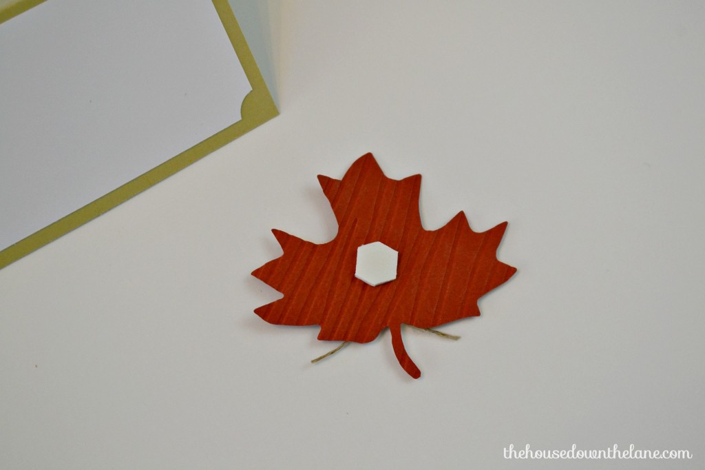 These DIY Leaf Placecards That Will Make Your Guests Feel Extra Special are simple to make, and they'll help your Thanksgiving or Fall table look amazing! | The House Down the Lane