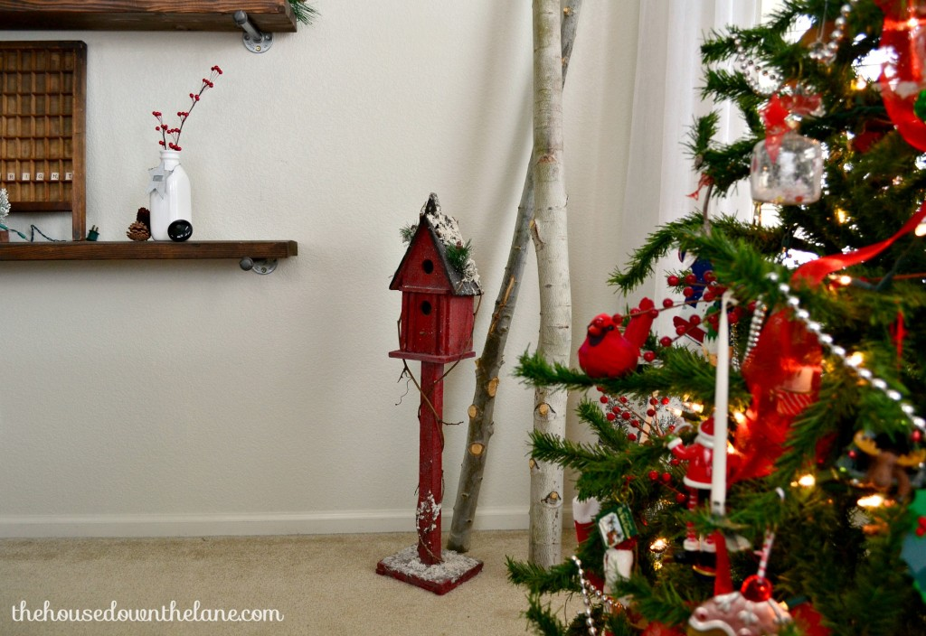 Welcome to the Holiday Homes Blog Hop! Today I'm sharing my Red and White Christmas Dining Room! | Holiday Homes Blog Hop: Red and White Christmas Dining Room by The House Down the Lane.