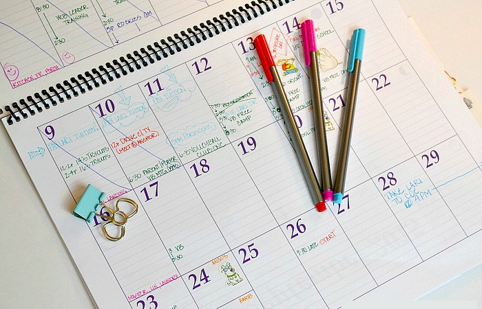Who says office organization tools have to be boring? Just say no to work space organization snooze-fests with these fun office organization tools! These products will help you DIY your organization at work, so that you can get rid of desk and office clutter—with a smile. Grab these fun organization products today, along with a few organization tips, and get your business organized! #officeorganization #homeoffice #organization #officesupplies #getorganized #DIYorganization