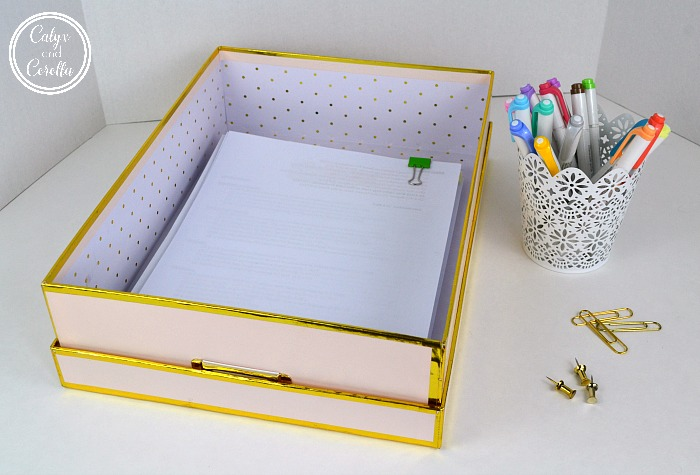 Utilizing an office inbox is one of the easiest ways to control paper clutter, and it will help you to see all of the information coming into your home office, so you never miss a thing. Set up a home office inbox in minutes with these easy and affordable DIY and product ideas! #diyorganization #paperclutter #organization #officeorganization #organizingtips #productivity #getorganized #organizedoffice